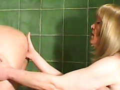 french tranny fisting a mature woman in the ass