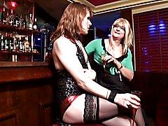 La belle trans Fred nous fait une demonstration de ses talents avec un etalon black.