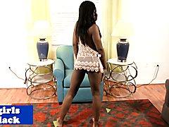 Nubian tgirl wanking to pleasure herself following seductive dance