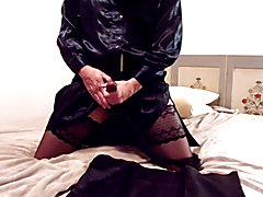 Solovergnügen in Nylons und Satin. Enjoying solo in Nylons and Satin.