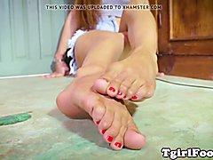 Pedicured ladyboy sways her feet during feetfetish solo scene