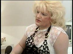 Mature tranny fucks chubby girl