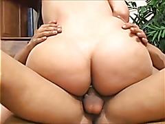 hot brunette shemale Isabelle Ferraz