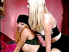 2 horny trannies butt-banging