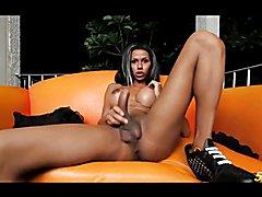 Sexy TS Tatiana Guzman gets herself off