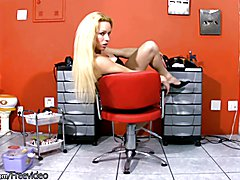 Who says you should not mix business with pleasure? When things get slow at work for Raquel ...