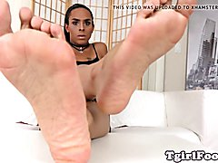 Black footed tgirl shows off arches and toes
