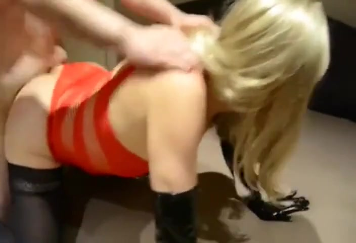 Real amateur wife tries buttplug